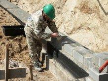 Murowanie ścian fundamentowych z bloczków betonowych